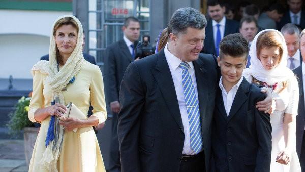 Сыну Порошенко стало плохо во время молебна за Украину