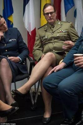Натовские военнослужащие получили право носить форму, предназначенную для того пола, к которому они сами себя причисляют