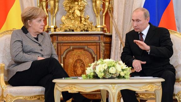 Петербургский диалог: Меркель настоятельно просила прервать
