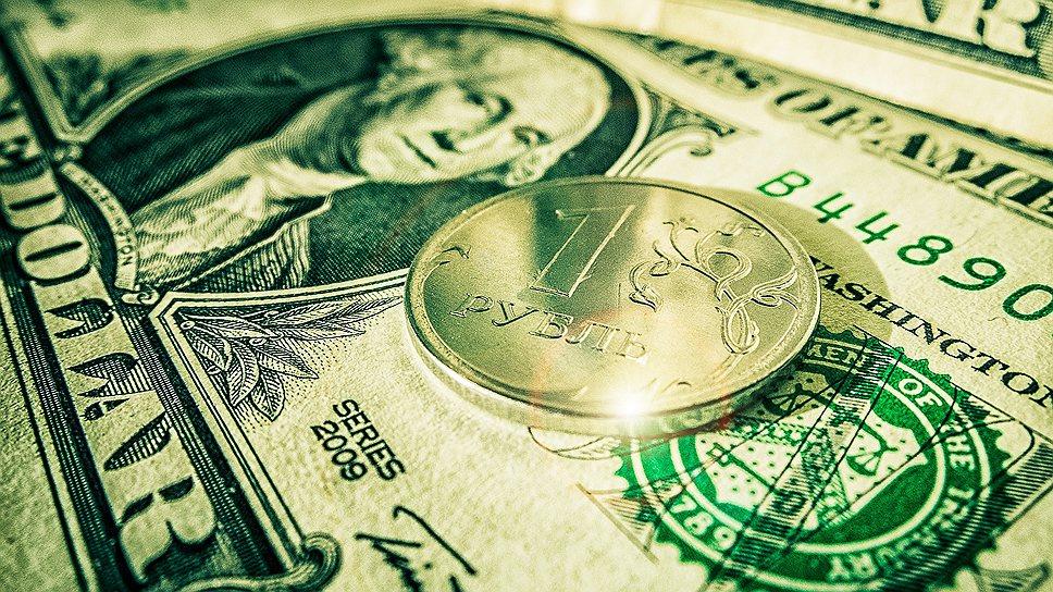 Рубль завершает год тотальным снижением к доллару и евро