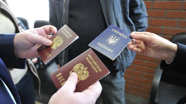 Киев может лишить жителей Донбасса украинского гражданства