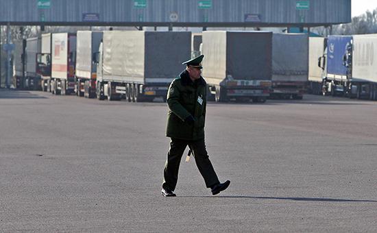 Белоруссия вернула таможенников на границу с Россией