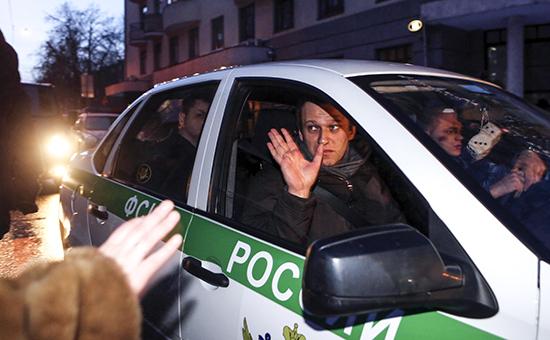 Алексей Навальный получил 3,5 года условно по делу «Ив Роше»
