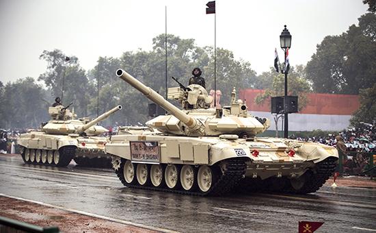 Российские танки Т-90 на параде в Нью-Дели