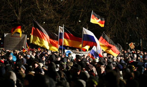 Европейцы массово вышли на улицы против порабощения США