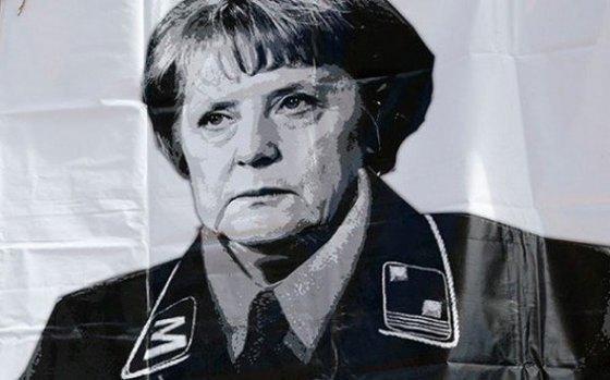 """Появились фото """"рейхсканцлера"""" Меркель среди неонацистов-убийц"""