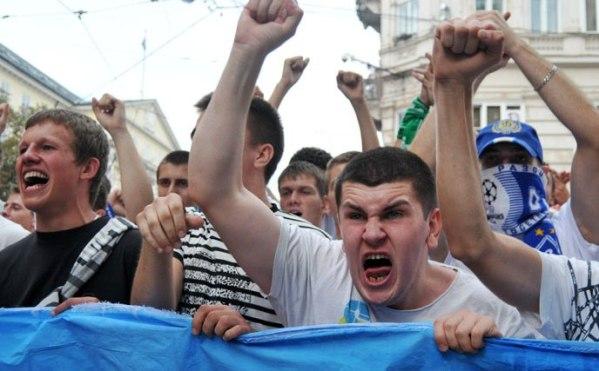 Кто кричит «Слава Украине!» на российских стадионах?