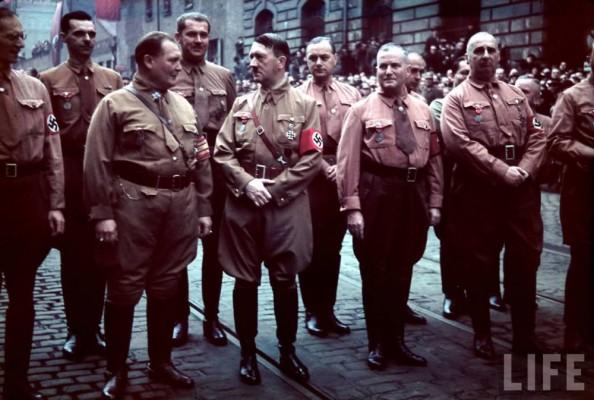 Адольф Гитлер и его соратники.
