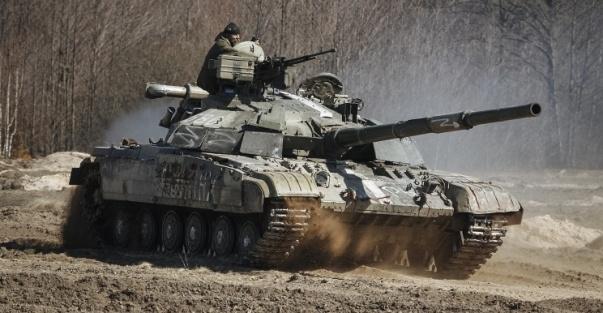 ДНР: украинские танки начали массированный обстрел позиций ополчения