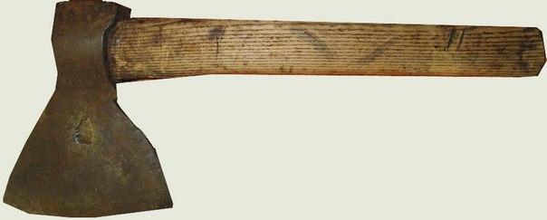 Малый сапёрный топор образца 1889 года. Длина топорища – 445 мм. Высота топора – 229 мм. Ширина лезвия – 177,8 мм.