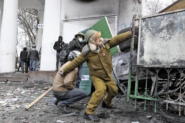 По задумке ЦРУ смена власти должна была начаться с беспорядков в стране. Этот сценарий успешно опробован в Киеве. Фото: Михаил ЛЮКОВ