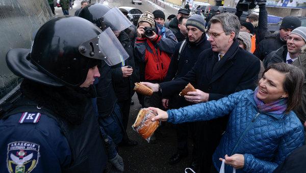 Stratfor признал фактор Запада в революции на Украине