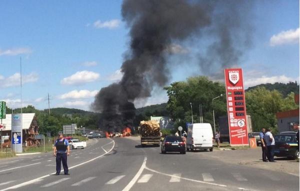 В Мукачево хоронят «Правый сектор» и Авакова