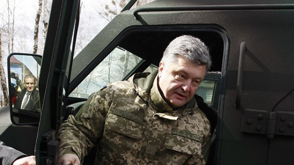 Poroshenko tours the National Guard in Novi Petrivtsi