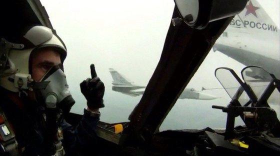 Пилоты НАТО пожаловались на неприличные жесты российских летчиков