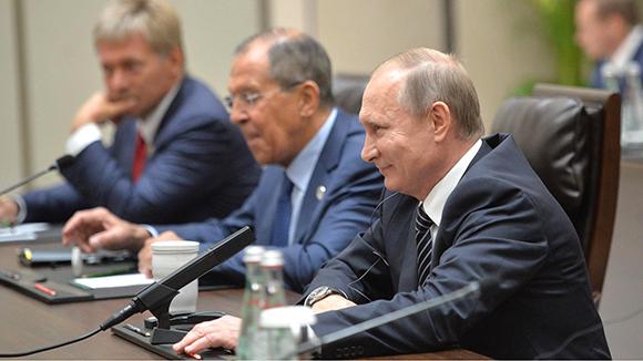 А в это время в Кремле для Путина изготавливают отмычку к Трампу