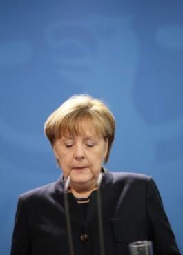 Траурные бусы Меркель: ошейник или удавка?