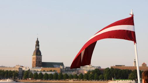 Латвия окончательно поставила на себе крест: капитал покидает страну