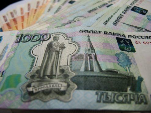 Зарплата федеральных чиновников оказалась в три раза выше среднероссийской