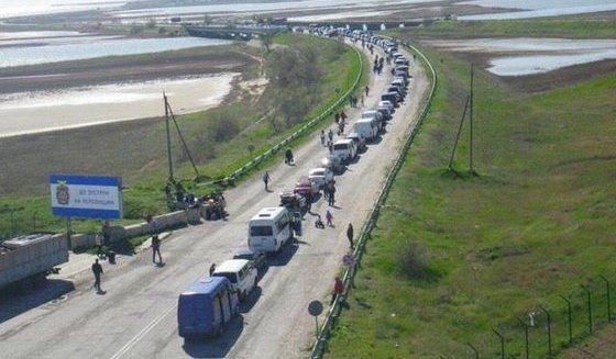 Украинцы массово едут отдыхать в русский Крым