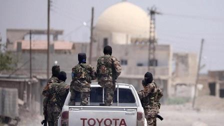 «Гонка» в сирийском Дейр-эз-Зоре: кто первым выйдет на границу с Ираком?