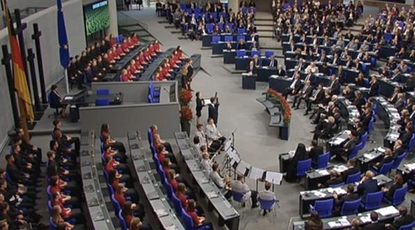"""""""Невинноубиенный"""" вермахт: как """"Газпром"""" детей в бундестаг каяться вывозил"""