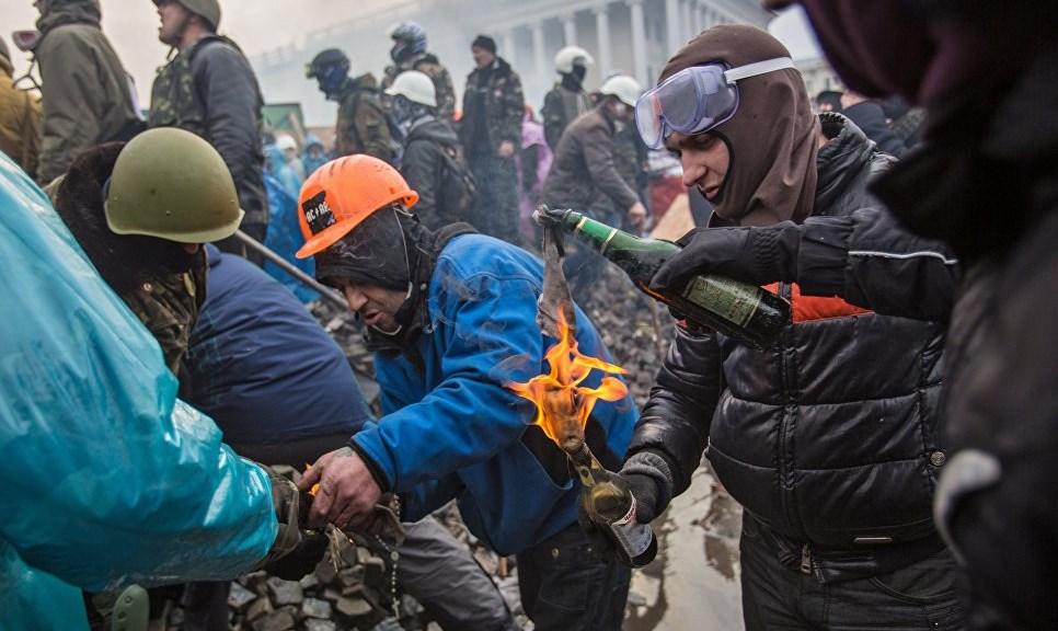«Не стреляйте, тут свои!» О чем молчит официальный Киев в «деле Майдана»
