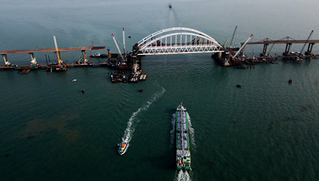 Киевские плакальщики у крымского моста: смотреть больно, а приходится