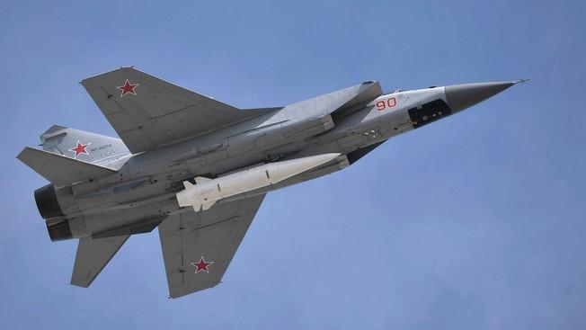 МиГ-31К с ракетой Х-47М2.