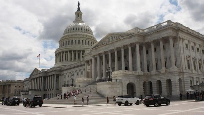 Как теперь жить? Американские санкции вступают в силу