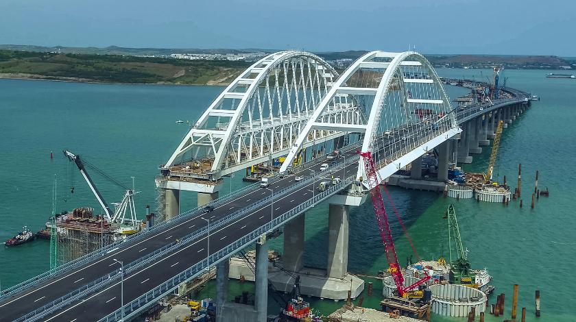 Ввести санкции и взорвать Крымский мост. О чем думают майданутые идиоты