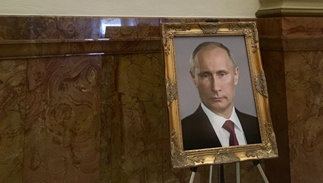 В США чиновницу наказали за портрет Владимира Путина в Капитолии