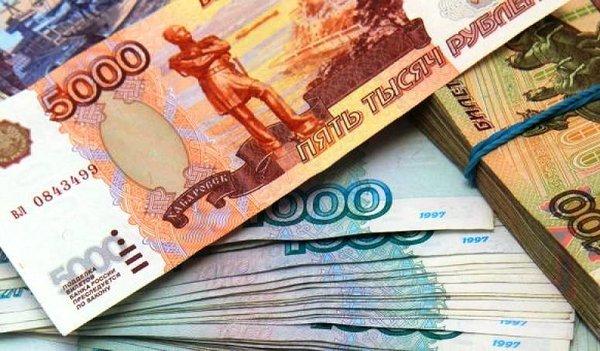 Россияне спасают свои деньги и выводят долларовые вклады из банков