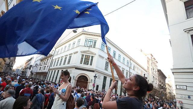 """Раскол Европы. За """"разрушение демократии"""" впервые накажут целую страну"""