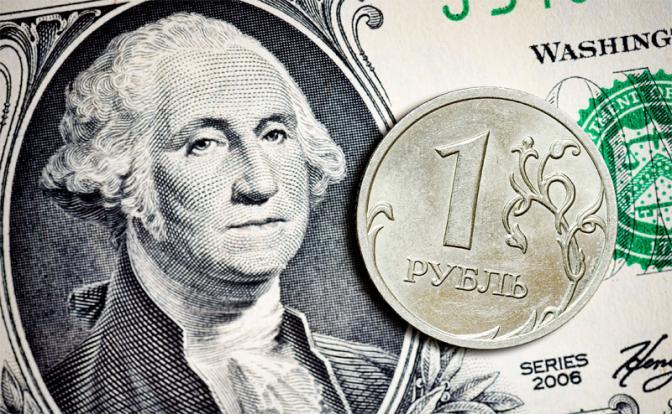 Российская валюта резко ослабла: крупный фонд продал рублей на $1 млрд