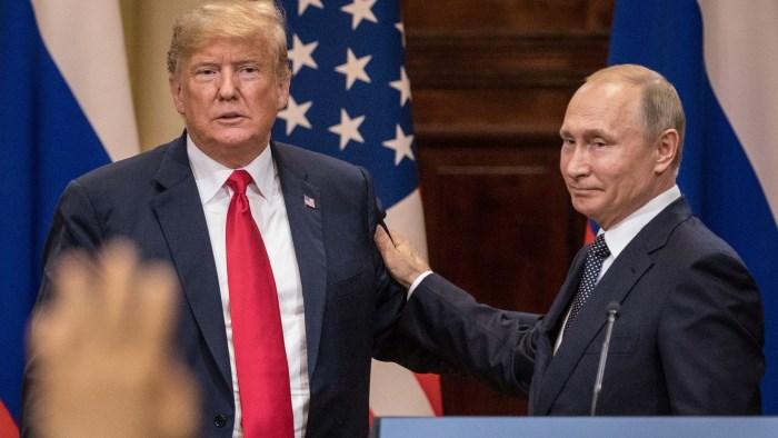 У Владимира Путина есть компромат на Дональда Трампа