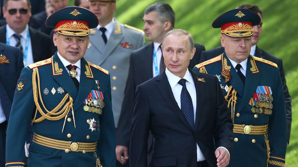 Сергей Шойгу приказал перебросить четыре полка к границам с НАТО