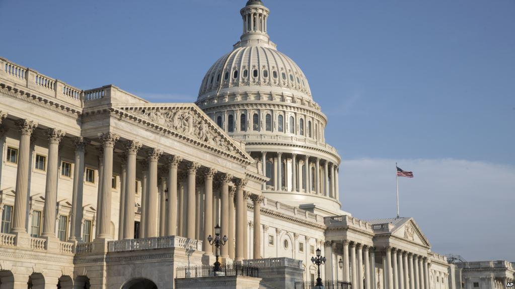 """Бить по энергетике и банкам: Сенаторы США создали """"жёсткий"""" сценарий санкций для России"""