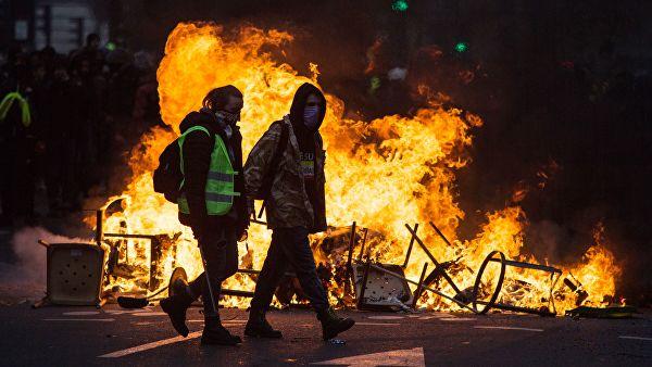 """И Франция туда же. В протесте """"желтых жилетов"""" виноваты русские?"""