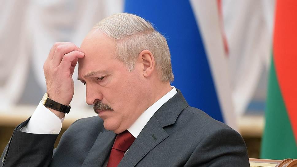 Лукашенко предложил Путину перейти на рубли вместо «вражеских» долларов и евро