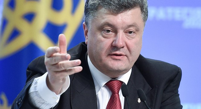 Победа любой ценой или побег: в сети обсуждают крах Петра Порошенко