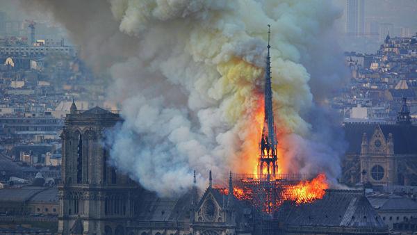 Горит история Франции: удастся ли спасти собор Парижской Богоматери?