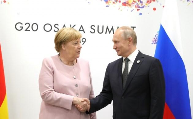 Владимир Путин помог Ангеле Меркель найти свое место перед встречей на G20