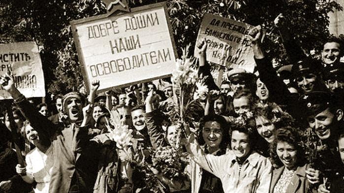 1944 г. В Болгарии встречают бойцов Красной армии. Фото: www.globallookpress.com