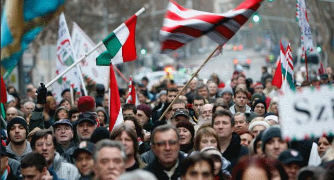 Венгрия отбирает паспорта выданные украинцам в Закарпатье за нарушения при получении