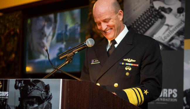 Командующий Седьмым флотом США вице-адмирал Уильям Мерц