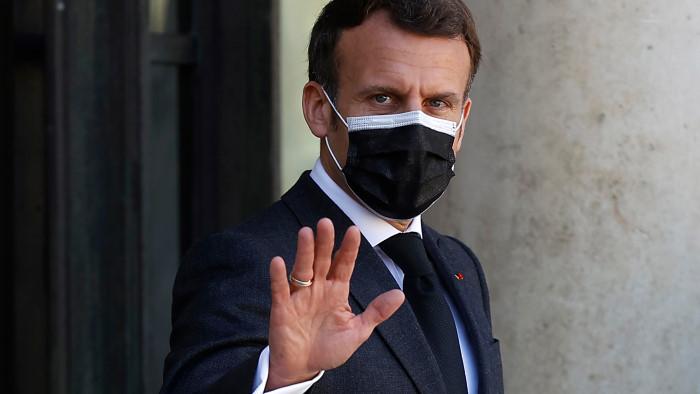 Президент Франции Эммануэль Макрон объявил о третьей национальной изоляции во Франции.