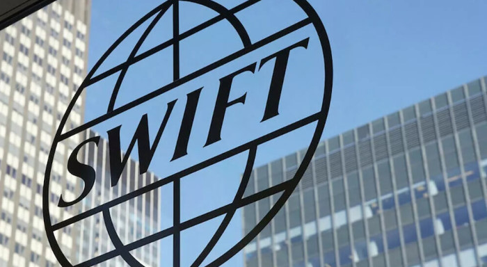 Отключение РФ от SWIFT маловероятно, но есть проблема серьезнее