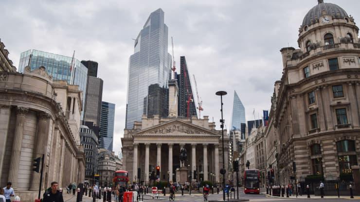 Банк Англии снизил прогнозы по ВВП Великобритании