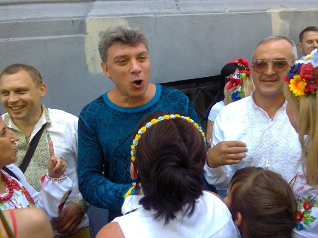 Борис Немцов скакал, доказывая, что не москаль